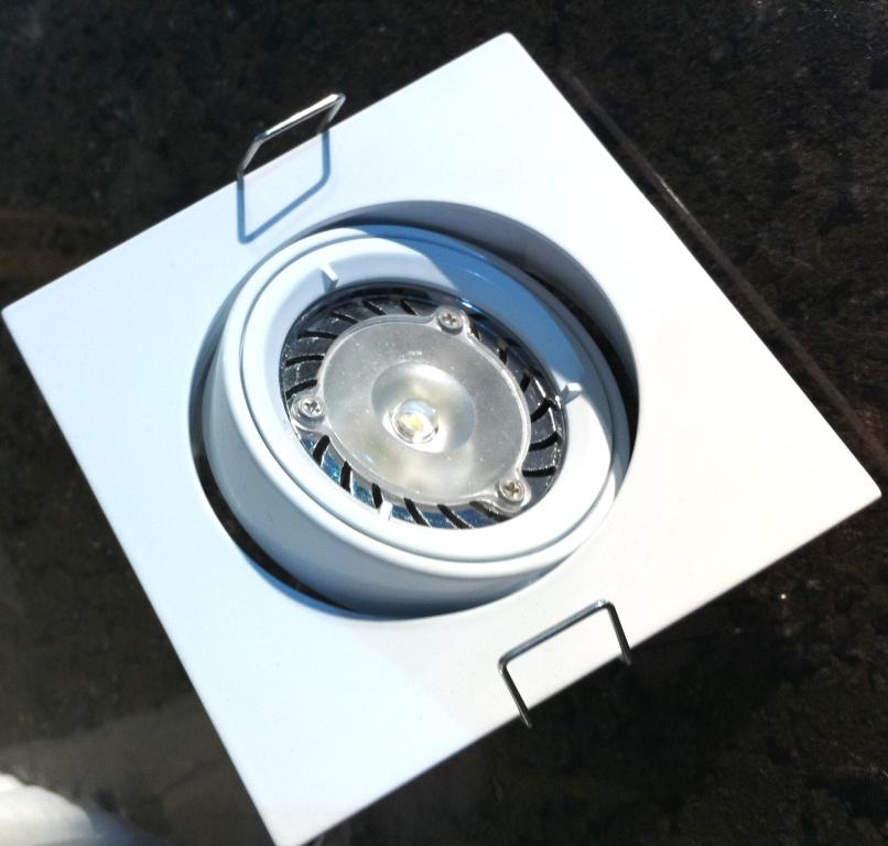 produits cologiques eclairage led spot encastrable carre 7 watts. Black Bedroom Furniture Sets. Home Design Ideas